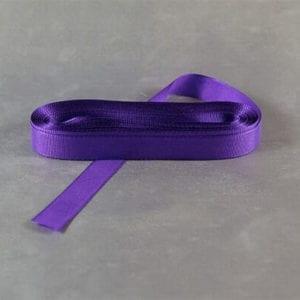 Tm.fialová taftová stužka