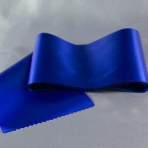 Tmavě modrá atlasová šerpa